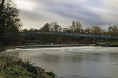 Nuages fluides de Stour de rivière Photos stock