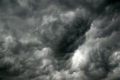 Nuages gris avant tempête Image stock