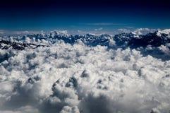 Nuages impressionnants dans le moubtain de l'Himalaya Image libre de droits