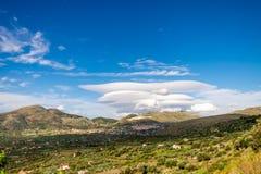 Nuages lenticulaires sous le mont Etna Catane sicily photographie stock libre de droits