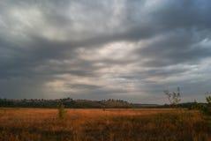 Nuages loqueteux Nuages de Spindrift août photo libre de droits
