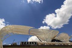Nuages lumineux au-dessus de pavillion allemand, EXPO Milan 2015 Photos stock