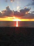 Nuages lumineux de coucher du soleil de la Floride Photos libres de droits