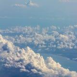 Nuages mous au-dessus de vue Photos libres de droits