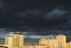 Nuages noirs au-dessus de Moscou Photos stock