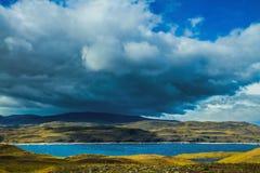 Nuages noirs effrayants au-dessus de Patagonia Image stock