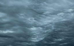 Nuages orageux de ondulation Photographie stock libre de droits