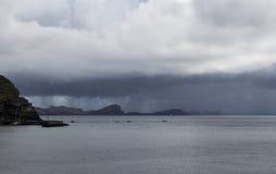 Nuages pluvieux au-dessus de péninsule de Canical chez la Madère Photos libres de droits