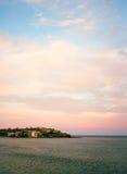 Nuages roses au-dessus de plage de Bondi Image stock