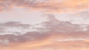 Nuages savoureux stupéfiants de sucrerie de zéphyr de lever de soleil de couleur rose tendre pendant le matin clips vidéos
