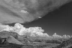 Nuages se soulevants au parc national de bad-lands photo libre de droits