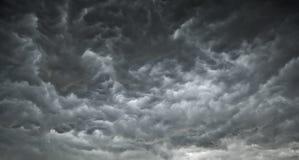 Nuages sinistres d'obscurité Photographie stock