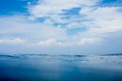 Nuages sur l'eau Photographie stock