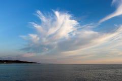Nuages sur la mer baltique images libres de droits