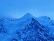 Nuages sur la montagne Photographie stock