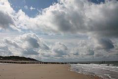 Nuages sur la plage Images libres de droits