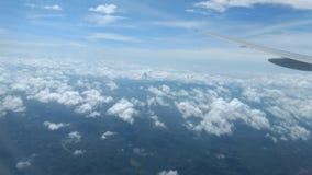 Nuages sur la vue supérieure de ciel bleu, papier peint de fond, paysage Photographie stock libre de droits