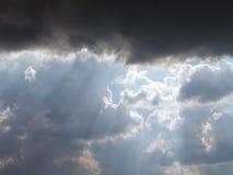 Nuages sur le ciel image stock