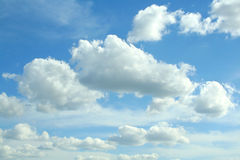 Nuages sur le ciel Photo stock