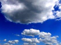Nuages sur le ciel Photographie stock