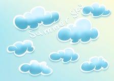Nuages sur le ciel d'été Photos stock