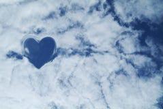 Nuages sur le fond de ciel photographie stock libre de droits