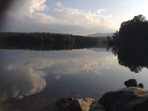 Nuages sur le lac Photos libres de droits
