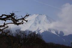 Nuages sur le mont Fuji image stock