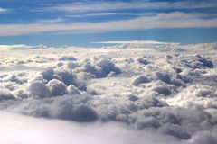 Nuages vus d'un avion, soleil, fond de sol Photo libre de droits