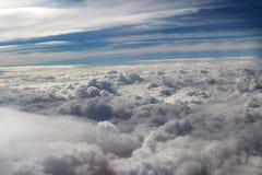 Nuages vus d'un avion, soleil, fond de sol Images libres de droits