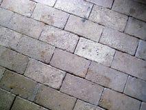 Nuances rouges jaune-clair de beau vieux plancher de brique photo stock