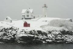 Nubble latarnia morska w zima śnieżycy Zdjęcia Royalty Free