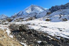 Nubche szczyt beside Everest od Everest wędrówki Fotografia Royalty Free