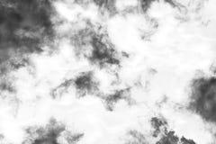 Nube aislada en el fondo blanco, humo texturizado, negro abstracto, efecto del cepillo imagen de archivo