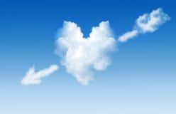 Nube bajo la forma de corazón con una flecha Fotos de archivo
