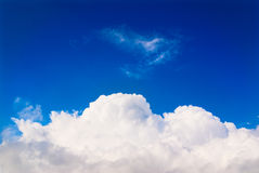Nube bianca in cielo blu, cielo Fotografie Stock Libere da Diritti