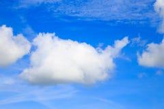 Nube blanca blusky Fotos de archivo libres de regalías