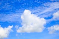 Nube blanca blusky Imágenes de archivo libres de regalías