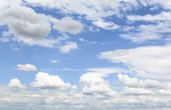 Nube blanca en el cielo Imágenes de archivo libres de regalías