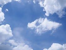 Nube blanca y cielo azul Fotografía de archivo libre de regalías