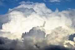 Nube blanca y gris un tiempo melancólico fotografía de archivo libre de regalías