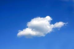 Nube in cielo blu Fotografie Stock