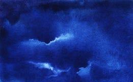 Nube de cúmulo oscura profunda del cielo de la acuarela de la noche Fondo azul marino abstracto de la acuarela Dibujo de la mano  ilustración del vector