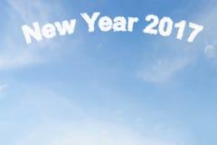 Nube de la Feliz Año Nuevo 2017 en el cielo azul Fotos de archivo