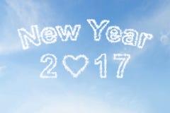 Nube de la Feliz Año Nuevo 2017 en el cielo azul Foto de archivo libre de regalías