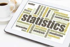 Nube de la palabra de las estadísticas en la tableta Foto de archivo