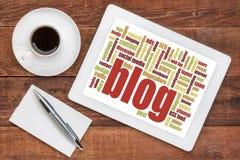 Nube de la palabra del blog en la tableta digital Fotos de archivo libres de regalías