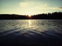 Nube de la puesta del sol del lago del otoño de Finlandia Savonlinna Imagen de archivo