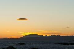 Nube de los lenticularis del Altocumulus en la puesta del sol Imagenes de archivo