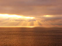 Nube de oro de los rayos imágenes de archivo libres de regalías